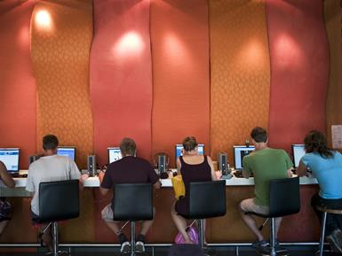 Cafe Owners Should Build a Wall — Against Laptops